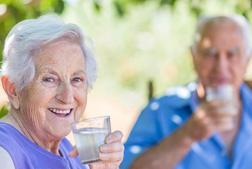 Imagine Senior Living | Senior couple drinking lemonade